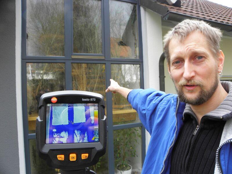 Mitarbeiter der Energieagentur Oberfranken nehmen die für Privathaushalte kostenlose Klimaschutzberatung vor. (Foto: Energieagentur Oberfranken)