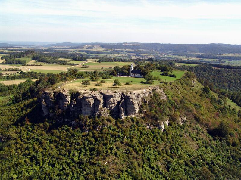 Der Staffelberg ist beliebtes Ausflugsziel für Spaziergänger, Wanderer, Radler und Mountainbiker. Foto: Kur & Tourismus Service Bad Staffelstein