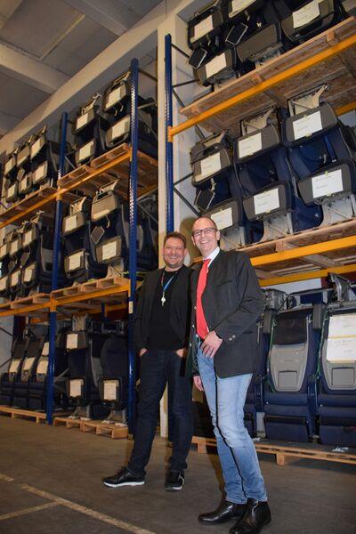 Landrat Christian Meißner mit Geschäftsführer Thomas Bulirsch beim Besuch der Firma aviationscouts. Foto: Landratsamt Lichtenfels/Heidi Bauer