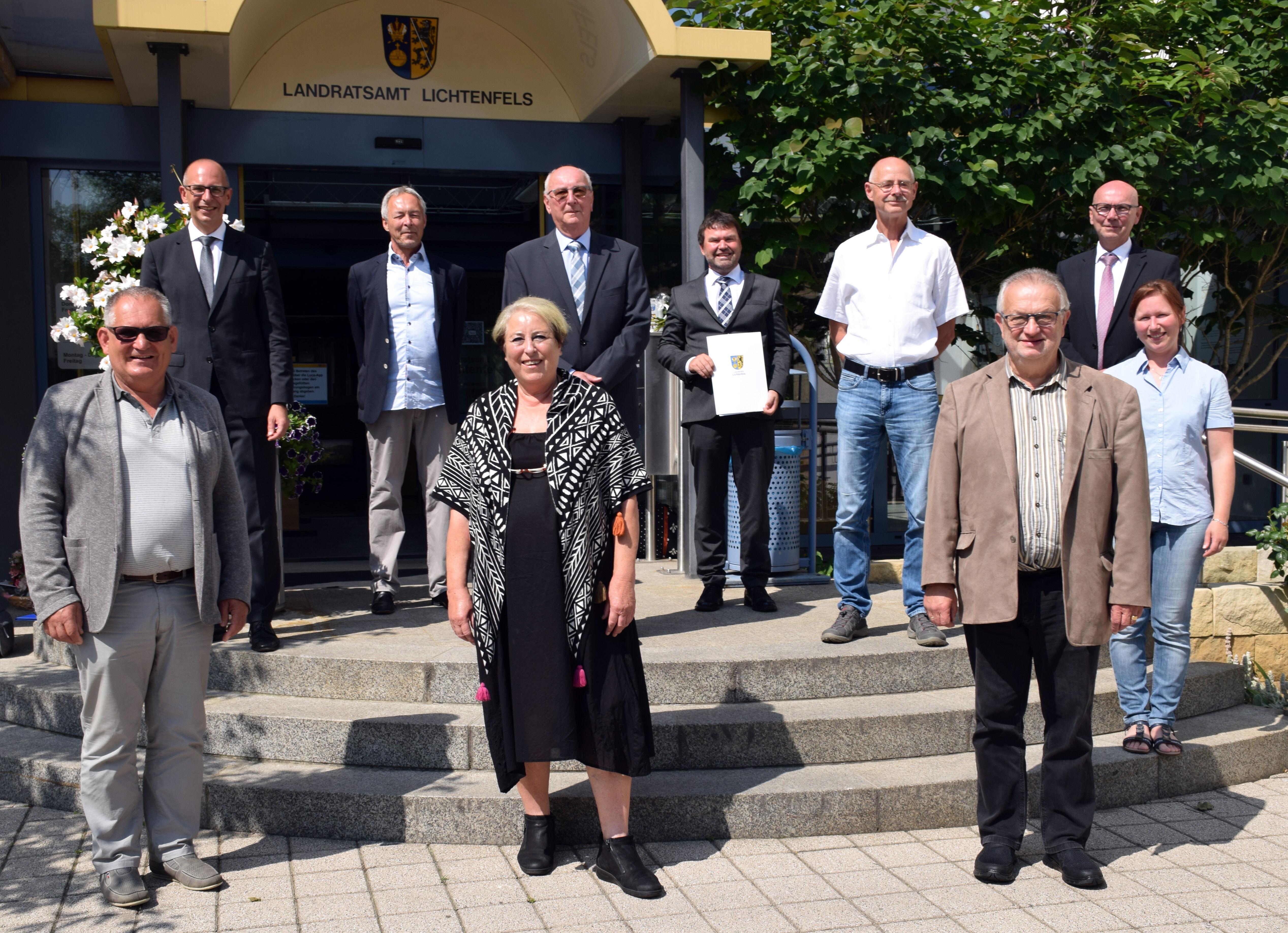 Die verabschiedeten Kreisrätinnen und Kreisräte von SPD und Bündnis90/Die Grünen. Foto: Landratsamt Lichtenfels/Heidi Bauer