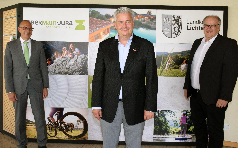 Zum Antrittsbesuch kam der neue Präsident der Handwerkskammer Oberfranken, Matthias Graßmann (Mitte), in Begleitung von Hauptgeschäftsführer Reinhard