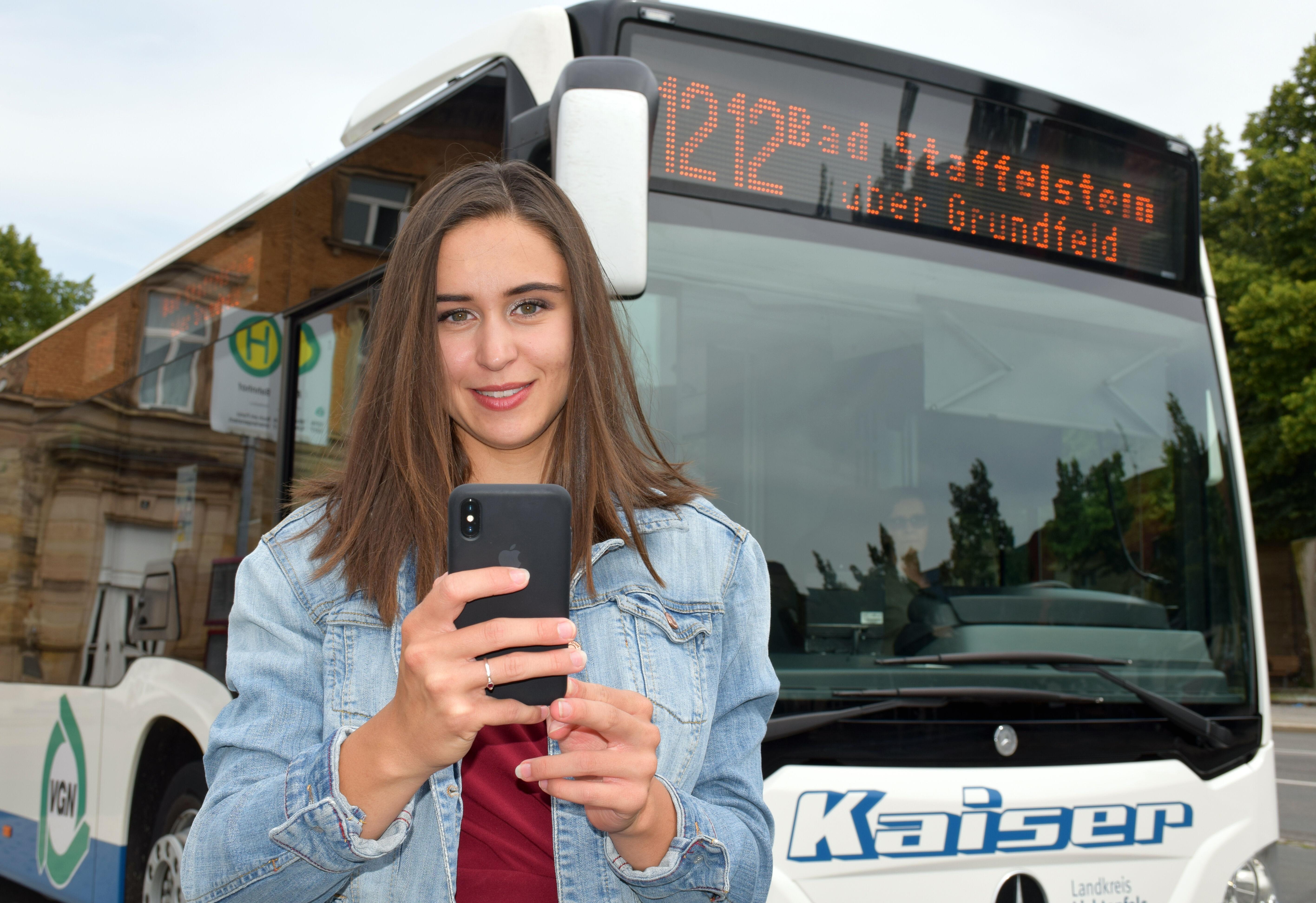"""Rufbusfahrten können ab sofort sowohl über die neue einheitliche Telefonnummer 09571/18 90 80, als über die eine neue App mit dem Namen """"CarlE"""" ge"""