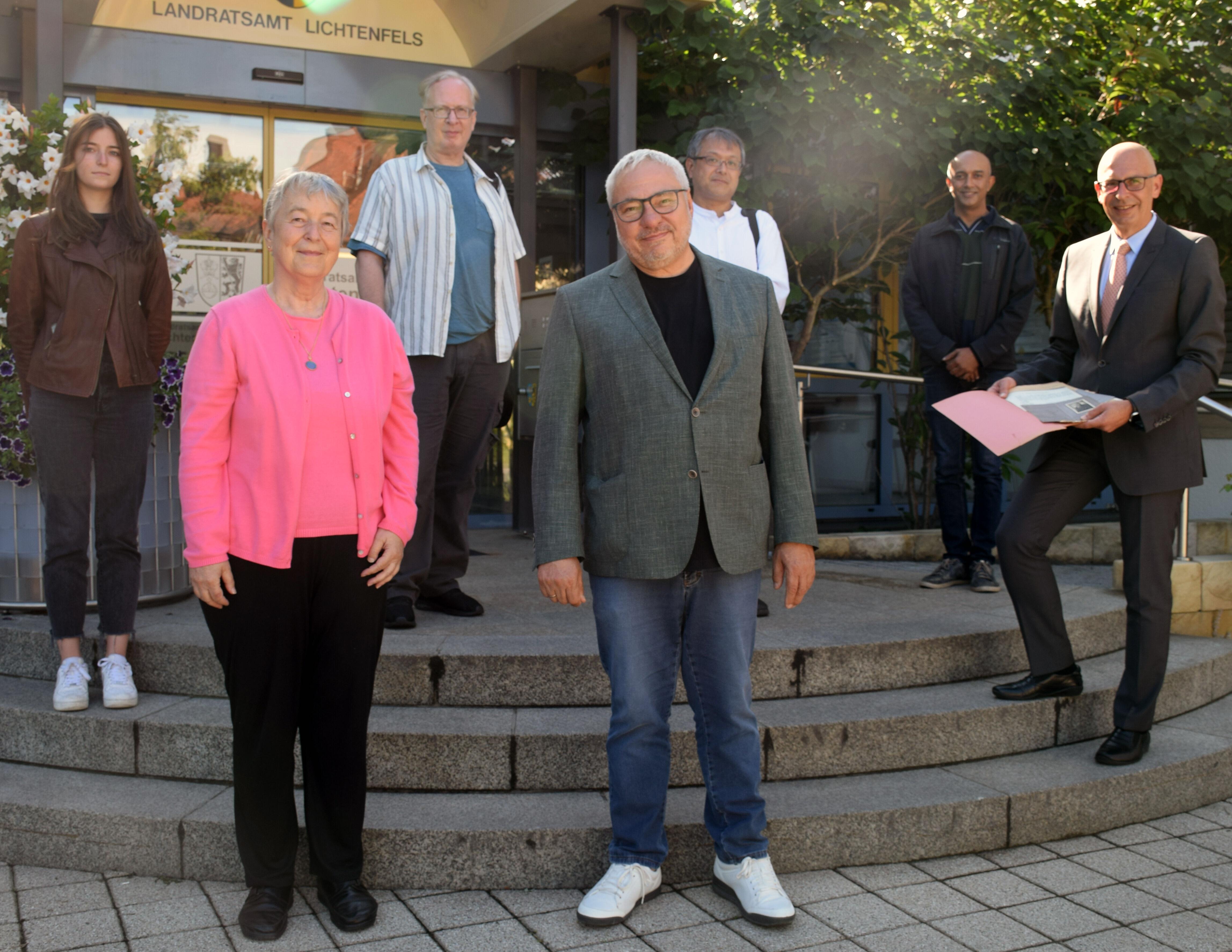 Landrat Christian Meißner empfing das Filmteam im Landratsamt. Foto: Landratsamt Lichtenfels/Heidi Bauer