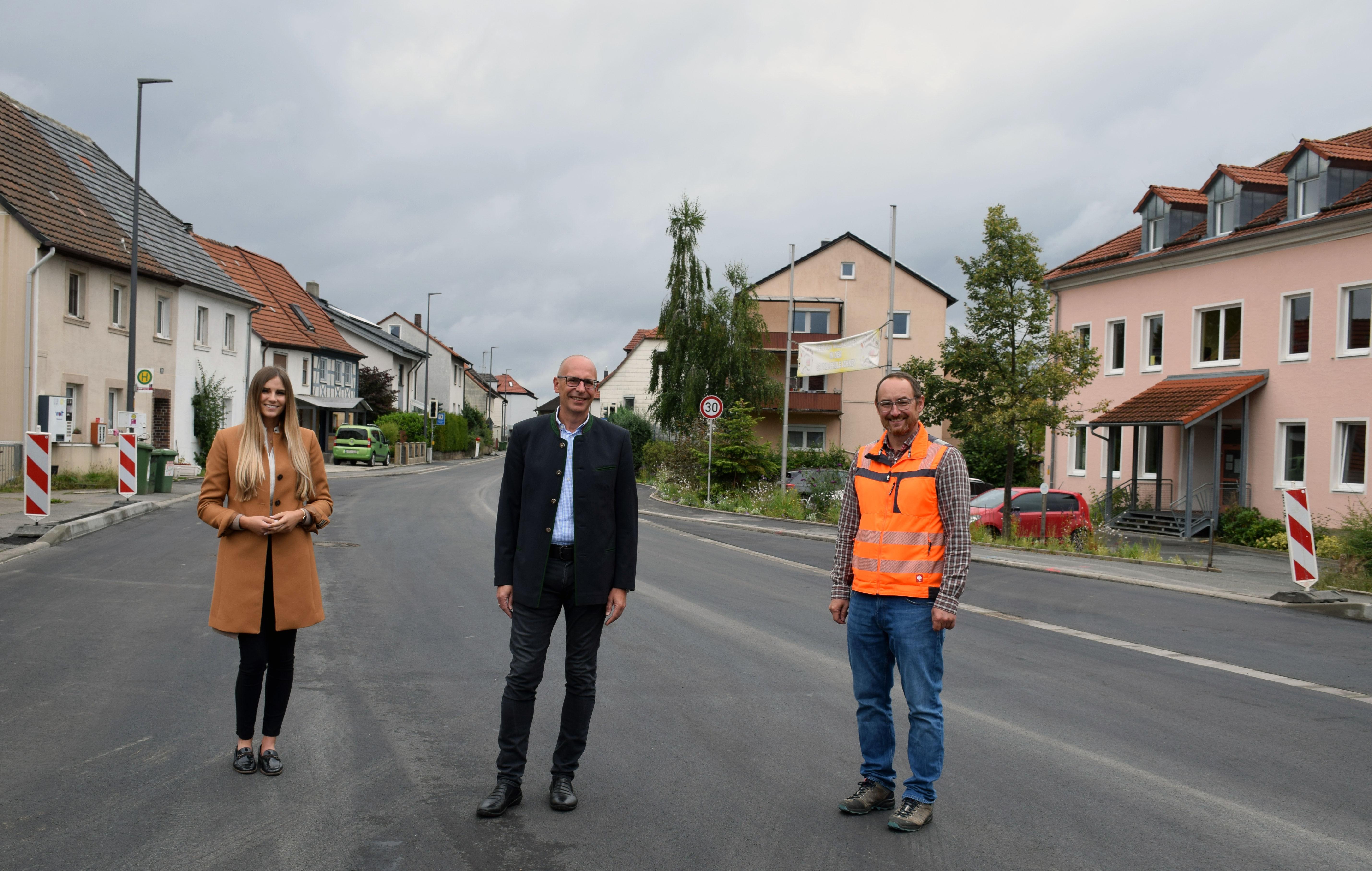 Der Leiter des Kreisbauhofs, Heiko Tremel, erläuterte Landrat Christian Meißner und der Leiterin der Abteilung Soziales, Jugend und Familie, Straßenba