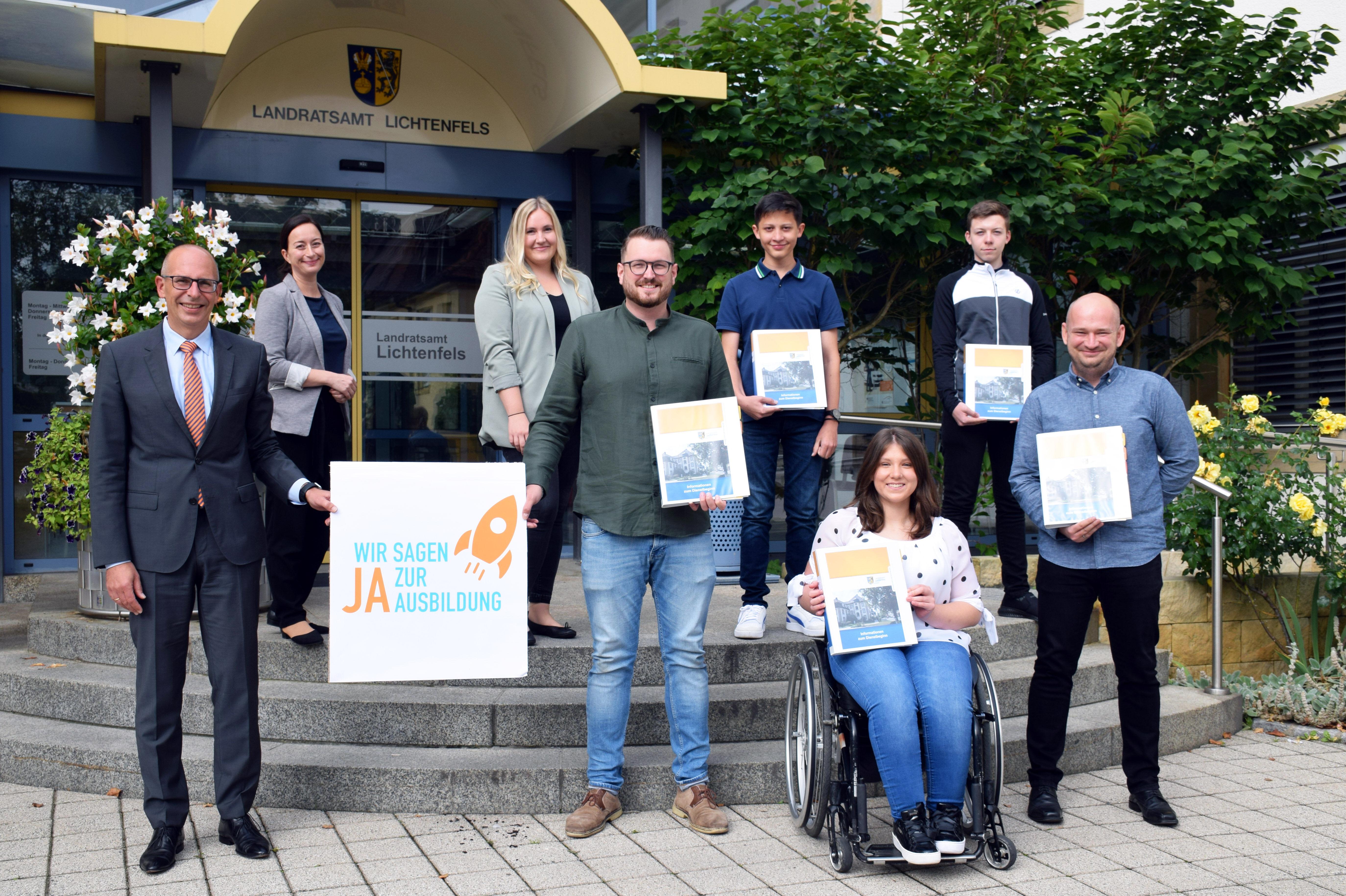 Fünf Nachwuchskräfte starteten am 1. September 2021 ihre Ausbildung am Landratsamt Lichtenfels. Foto: Heidi Bauer/Landratsamt Lichtenfels