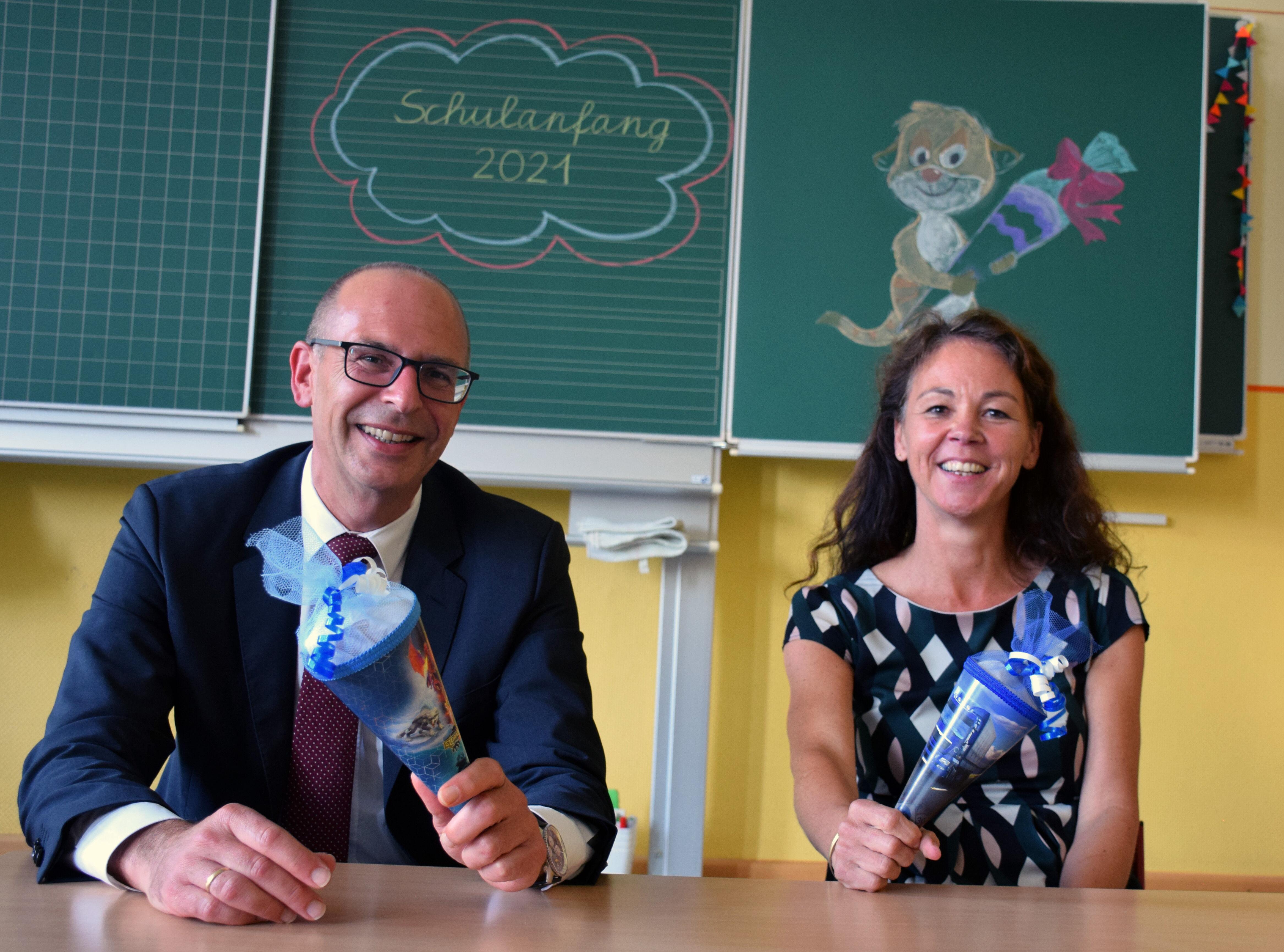 Landrat Christian Meißner und Schulamtsdirektorin Stefanie Mayr-Leidnecker haben zum Schulanfang Tipps. Foto: Landratsamt Lichtenfels/Heidi Bauer