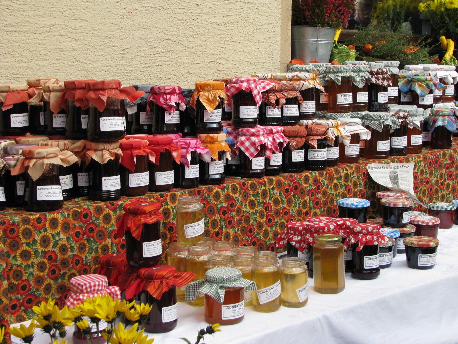 Die Direktvermarkter bieten auch Selbstgemachtes aus frischem Obst und Gemüse. Foto: Michael Stromer